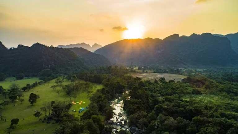 Thung lũng tình yêu là địa điểm cắm trại hấp dẫn ở Quảng Bình