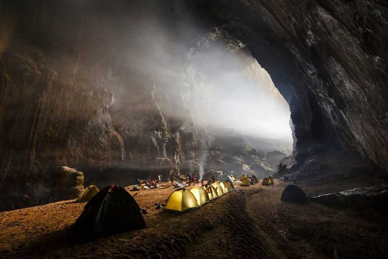 Camping bên trong Hang Én
