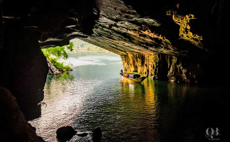 Cửa hang động Phong Nha - Kẻ Bàng vô cùng rộng lớn