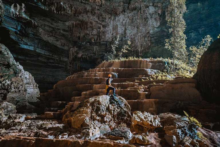 Hang Tiên với cấu trúc bậc đá kỳ thú