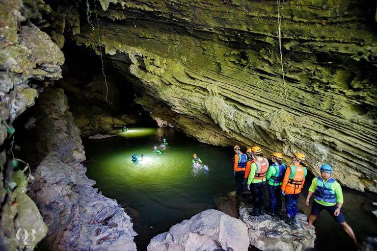 Hệ thống hang Tú Làn với địa hình hiểm trở