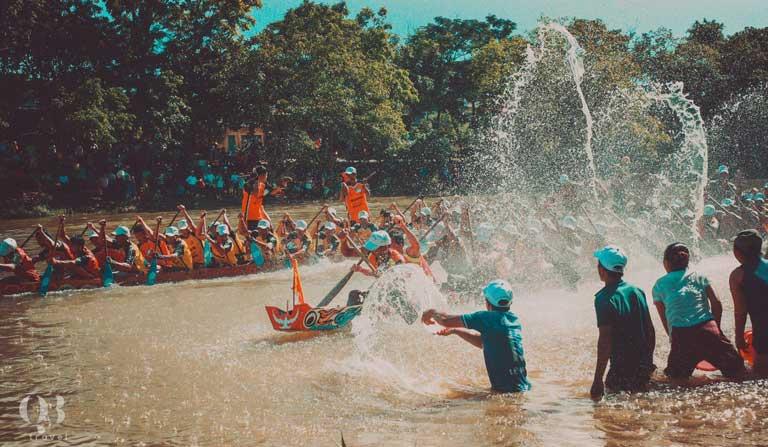 Lễ hội Đua, bơi thuyền trên sông Kiến Giang (huyện Lệ Thủy) được công nhận là Di sản văn hóa phi vật thể cấp Quốc gia