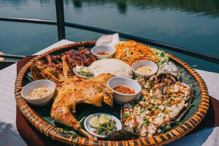 Mẹt gà - một món ăn nổi tiếng tại Quảng Bình