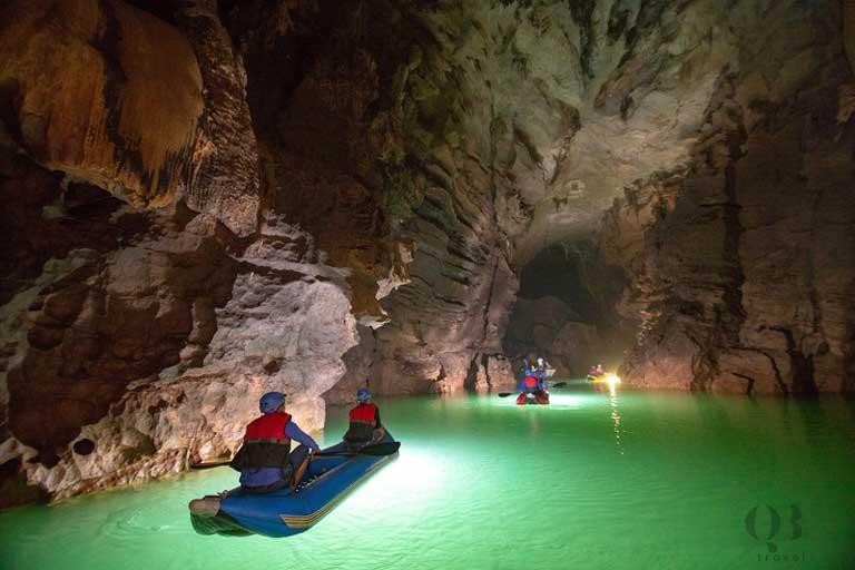 Sông ngầm dài 1500m bên trong hang động