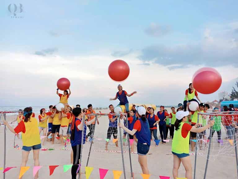 Trò chơi teambuilding vui nhộn ở bãi biển