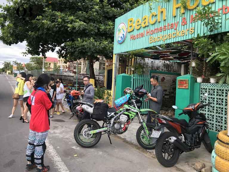 Đoàn du khách thuê xe máy đi du lịch Quảng Bình