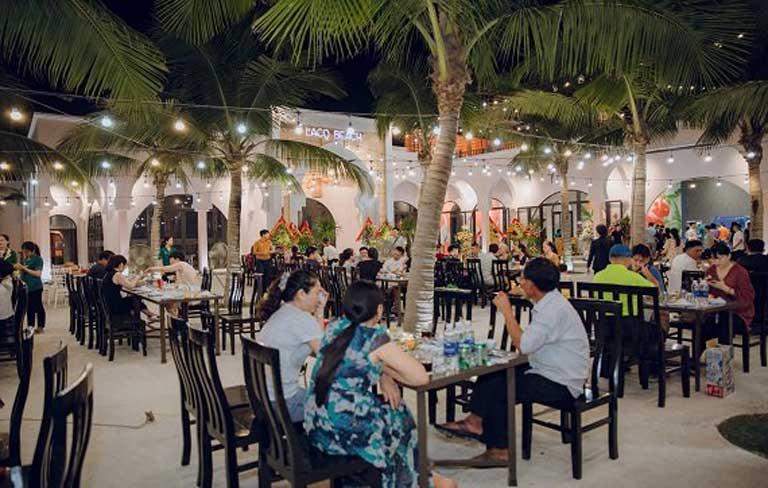 Không gian rực rỡ của nhà hàng Lá Cọ Beach