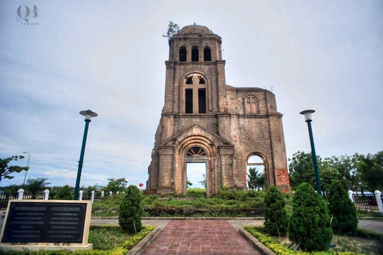 Tháp chuông nhà thờ Tam Tòa tuy không còn kiến trúc nguyên vẹn nhưng chứa đựng nhiều ý nghĩa