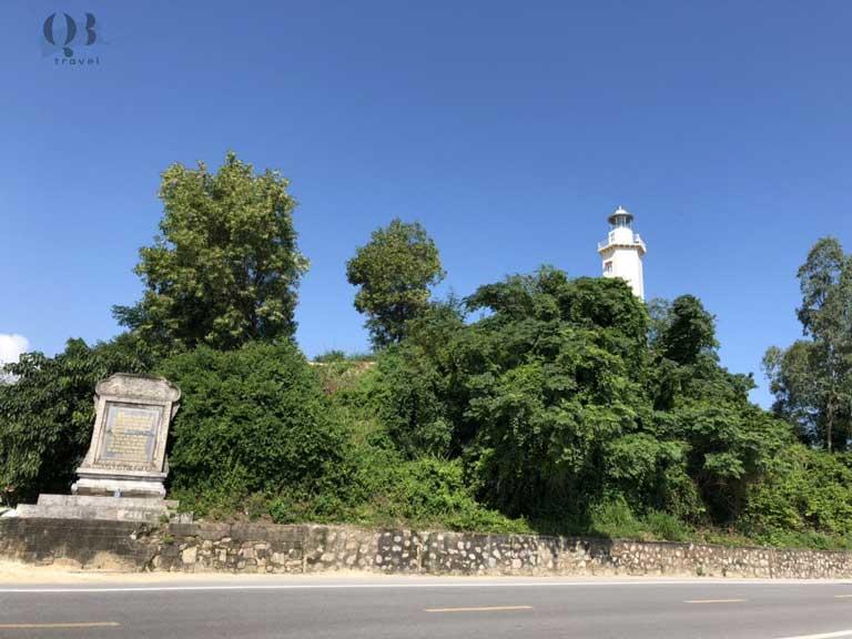 Di tích Lũy Thầy thấp thoáng dáng hình của hải đăng Nhật Lệ